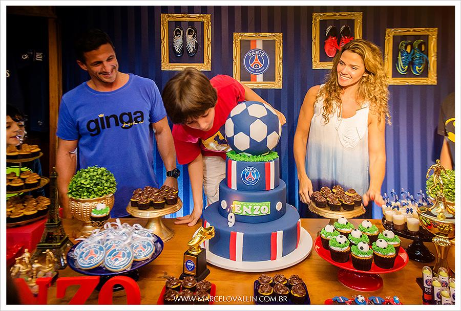 Fotografia Infantil | Cortar o bolo e soprar a vela | Marcelo Vallin Fotografia