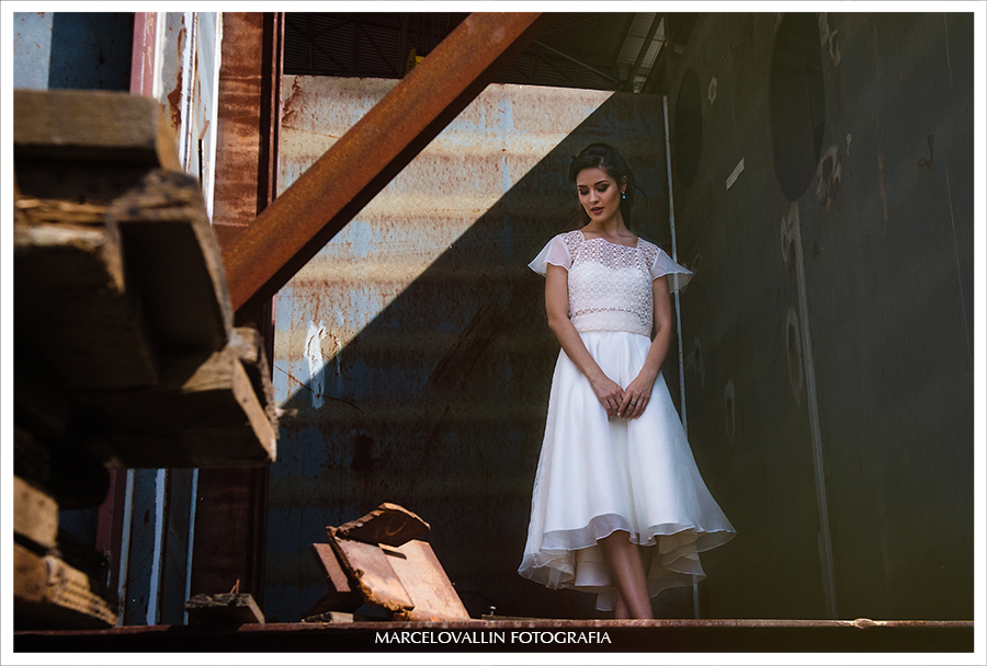 fotografia para editoral de moda noiva realizado no Estaleiro São Miguel em Niteroi. Estilista Mel Bessa
